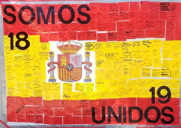 a Spanish flag with students´name written and self descriptive words and titled somos unidos 18 19
